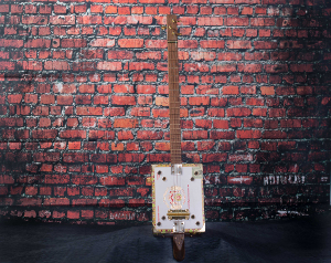 macandudo cigar box guitar photo